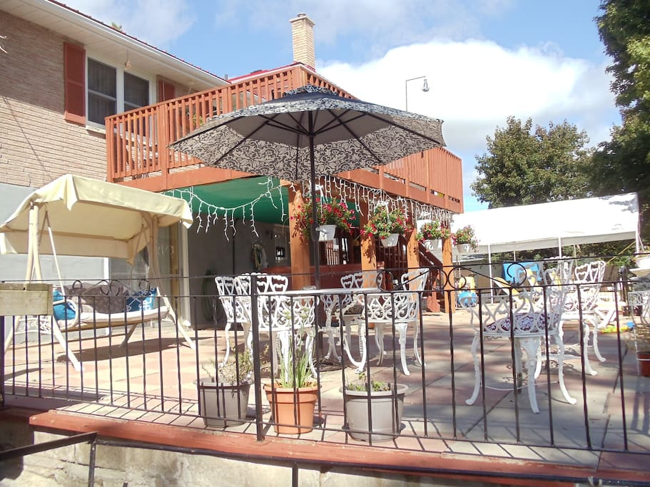 1600 sf furnished patio with hot tub (cool months)