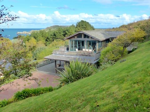 Pipedreamer House, Alderney,  Self Catering
