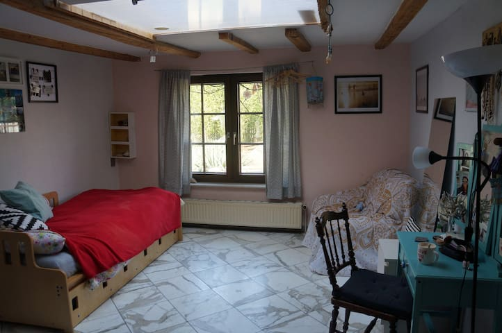 Zimmer zur Zwischenmiete im schönen Bessungen - Darmstadt - House