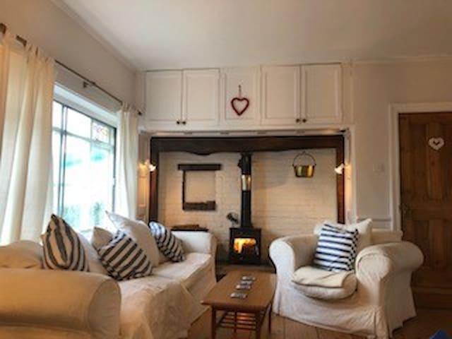 Ashleigh @ Sandy Lane - Ideal Gower Location