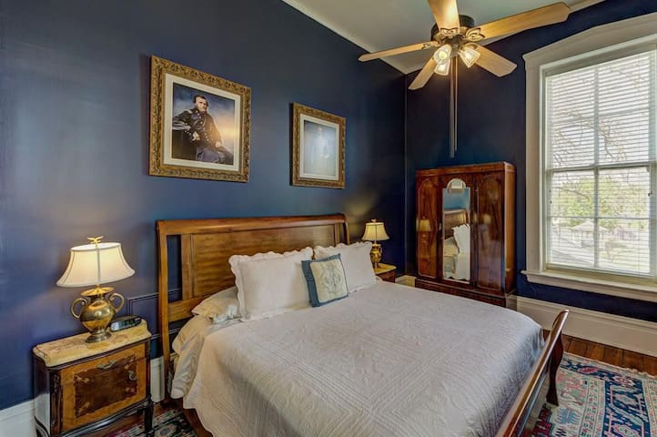 #6 Generals Room - King and twin beds; private bath; second floor