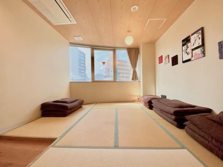 Close to Nanba , Umeda ,USJ ! Private Japanese-style room
