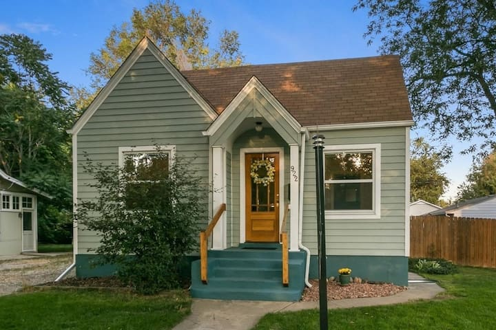 Cute Old Town Bungalow, walk to Downtown!