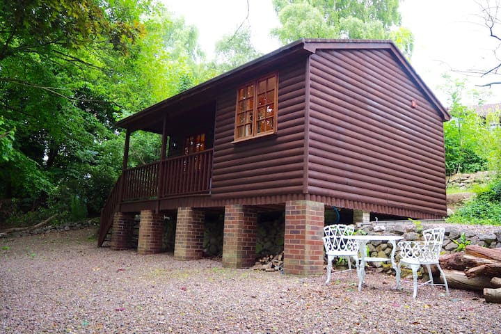 The Hidden Cabin, self contained log cabin + pool