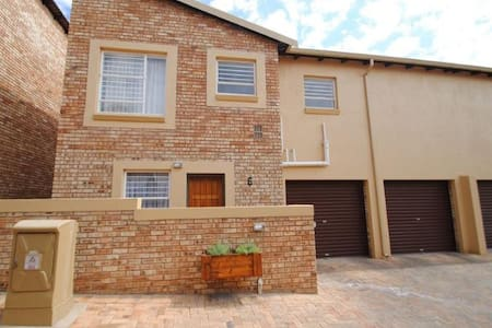 Great Place in security complex in Johannesburg* - Roodepoort