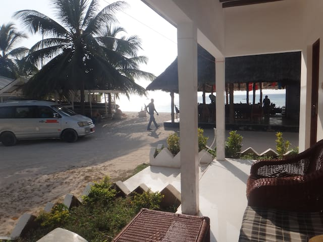 NUNGWI JAMBO BEACH BUNGALOW WITH AIR CON 2P