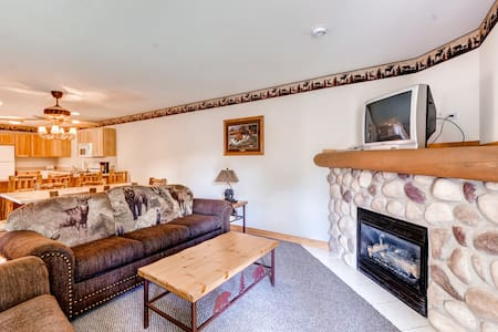 Exquisite 2BR Utica Cabin w/Balcony - Oglesby