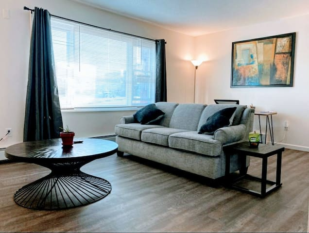 NEW♡PrivateRoyal 1-Bdrm Suite▪Parking▪Laundry▪WiFi