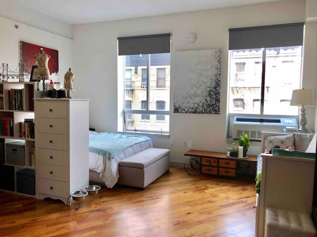 LIC loft, 1 stop away from midtown&queens