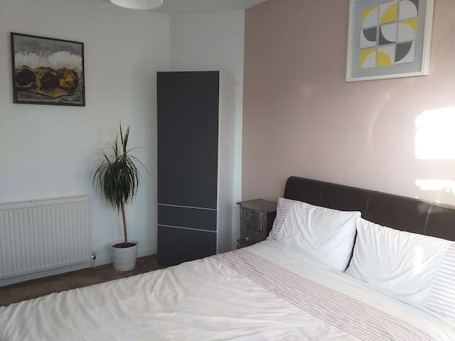 Airbnb Hersham Vacation Rentals Places To Stay