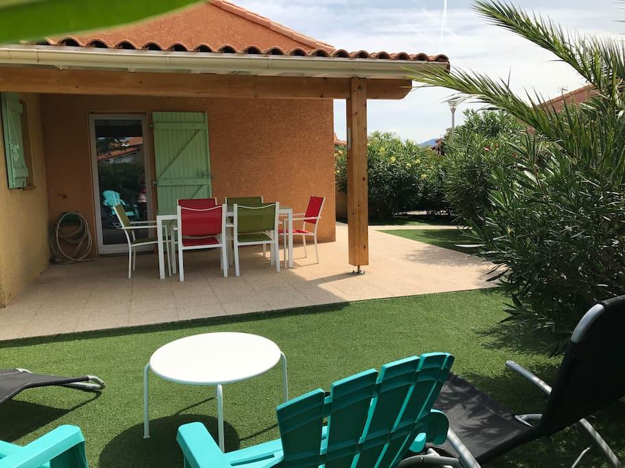 Villa 1 : Jardin et terrasse couverte