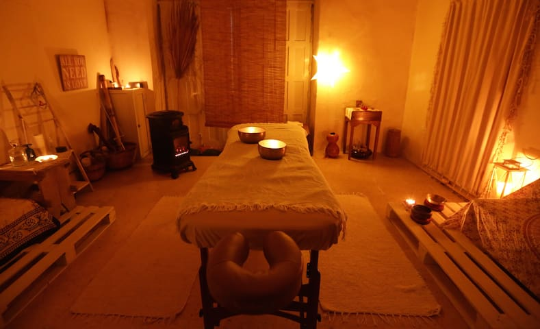 Experience the ultimate state  of relaxation with a therapeutic session of Hawaiian massage