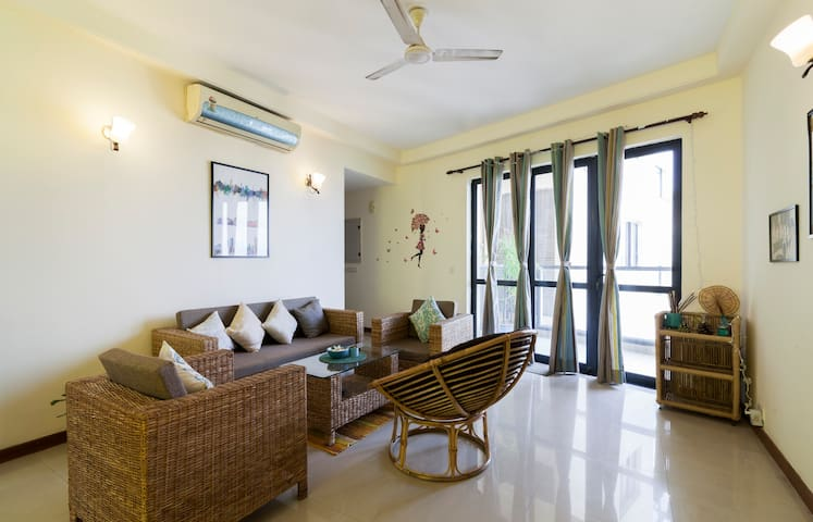Sunny & Spacious Gurgaon Home for women travellers
