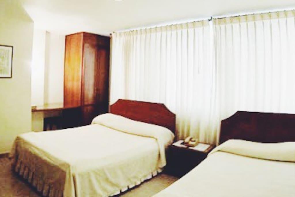 Habitaciones equipadas totalmente con capacidad de hospedaje variable de hasta 4 huéspedes por habitación.