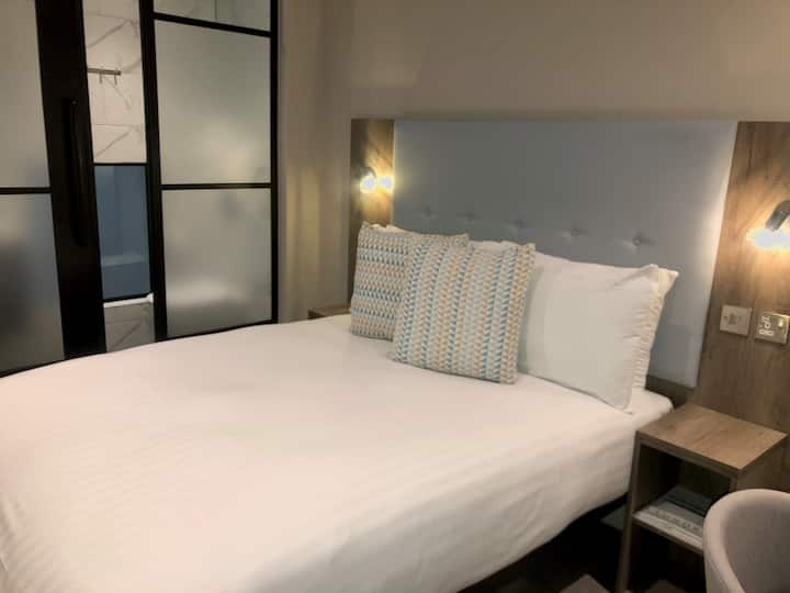 Euston Square Hotel, Dbl Room W/out Window (2DW)