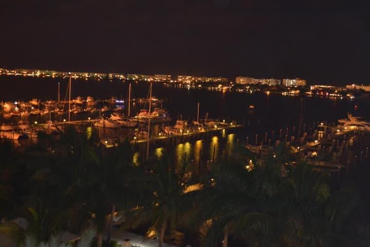 Upscale Penthouse Overlooking Intracostal.. Marina