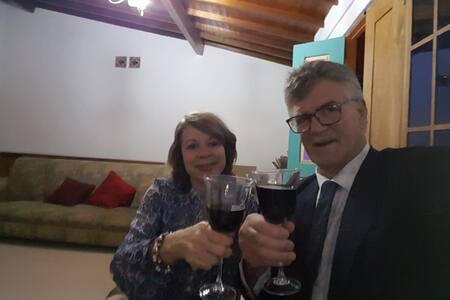 Ian y Beatriz; sientete como en tu propia casa.