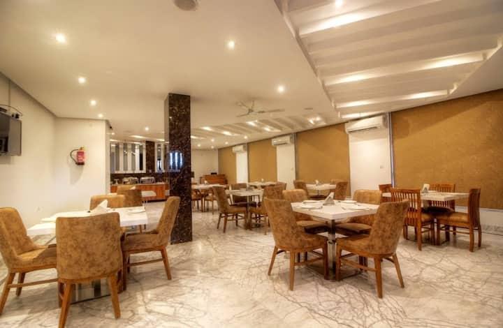 Deluxe Room with Breakfast In Mahipalpur