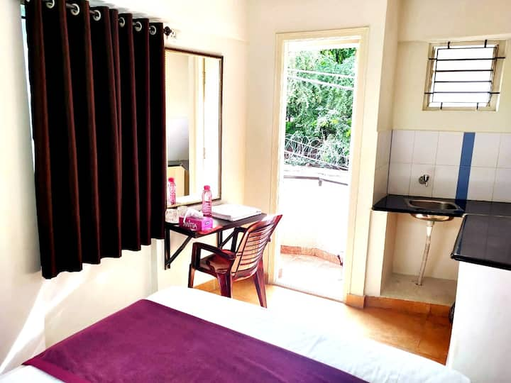 Couple Friendly Room Stays-Balcony-Wifi- Bangalore