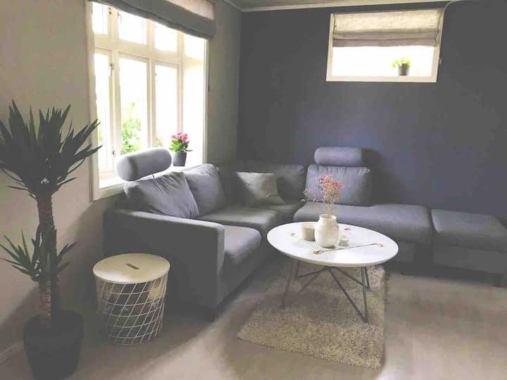 Roomy place, 2 bedrooms, 2 db, 2 ab, near B. city.