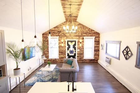 Stylish Modern Farmhouse in Heart of Walkable West 7th