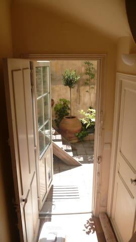 Chambre centre ville jardin confort - Perpignan - House