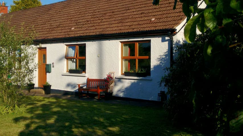 Comfortable Double Room & Breakfast in Cottage - Carrickfergus