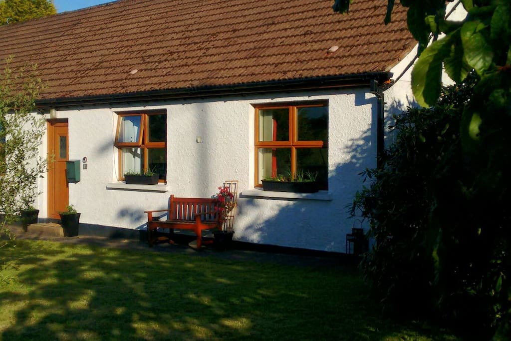 Front of the cottage in the evening sunlight