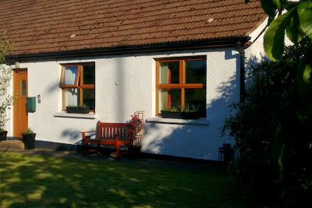 Comfortable Double Room & Breakfast in Cottage - Carrickfergus - Ξυλόσπιτο