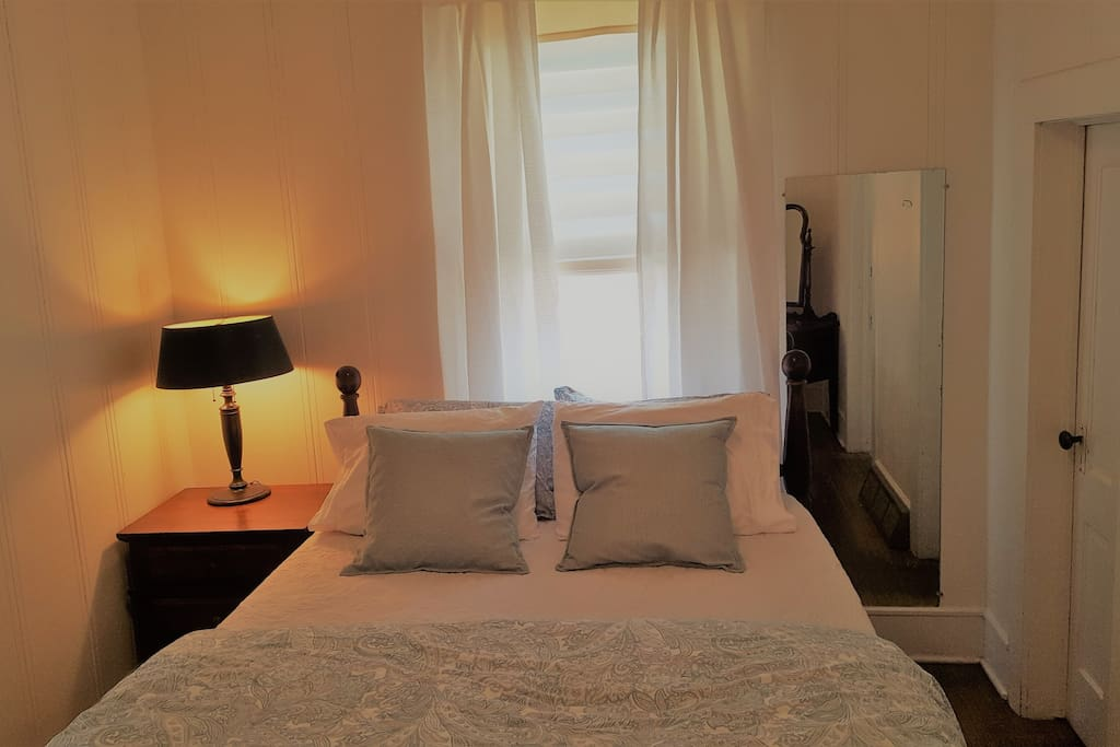 Second bedroom with lovely queen size bed, again with luxuriously soft high end bedding.