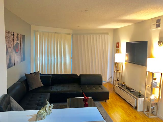NoHo  spacious Apartment BY UNIVERSAL STUDIOS,CA