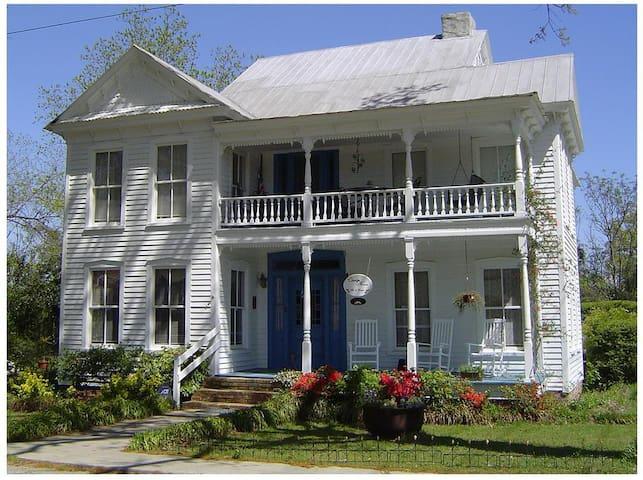 Magnolia Suite - Claridge House Bed & Breakfast