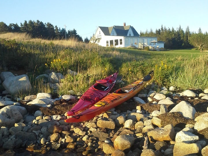 Oceans Playground: Ocean Front Cottage with kayaks