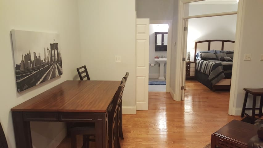 Private Apt near Emory Hosp. long-term advantage