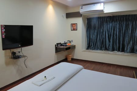 Stylish & comfortable bedroom and kitchen in KP - Pune - Apartment