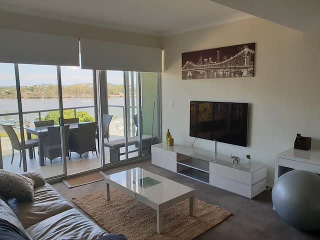 Exec 2bd/2bth APT, Riverview, Pool/Gym, Carpk&Wifi