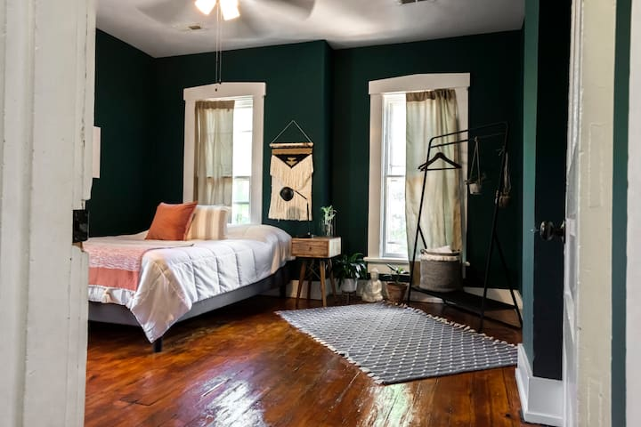Historic home near Trendy Downtown