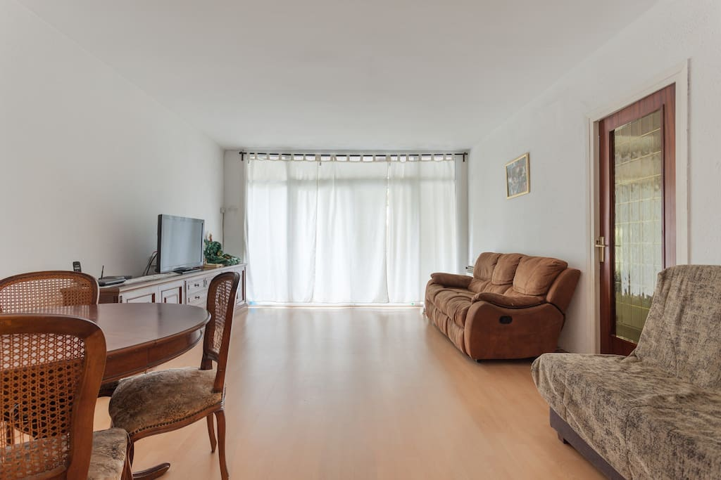 Habitaci n en barcelona sants apartamentos en alquiler for Habitacion barcelona