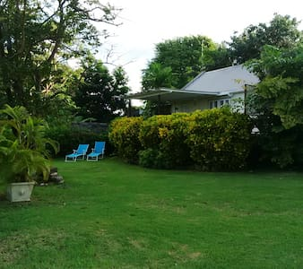 Tropical Country Cottage with Large Deck & Garden