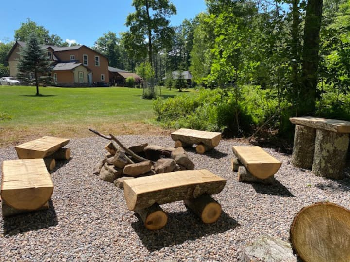 Scenic 2 Story Guesthouse w Patio, Fire Pit & Pond