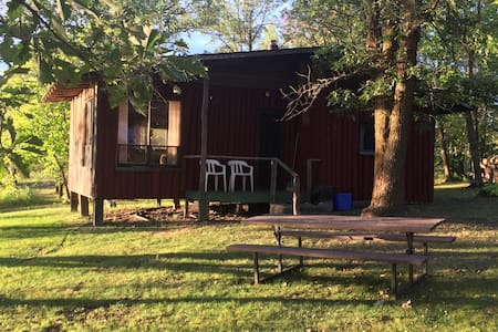 Lake of the Woods - cabin 1 - sleeps 4 adults