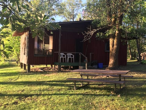 Lake of the Woods - cabin 1 - sleeps 4 adults