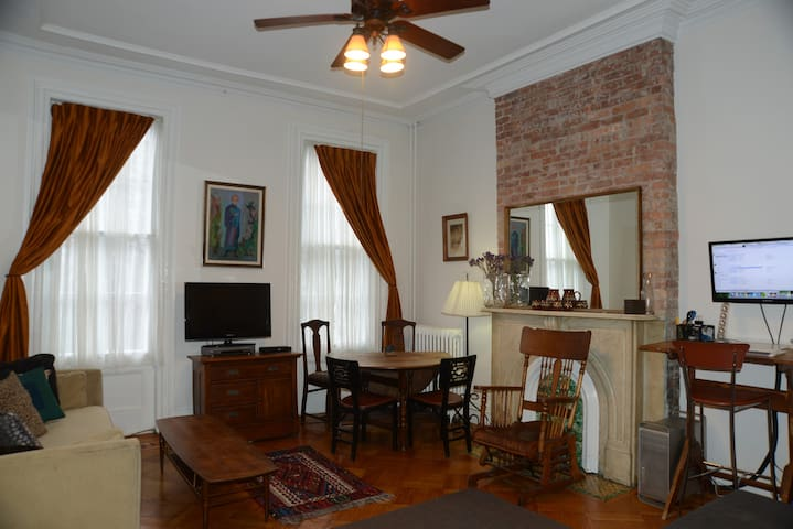 CSS (Central/Sunny/Spacious) 1 BR in Park Slope