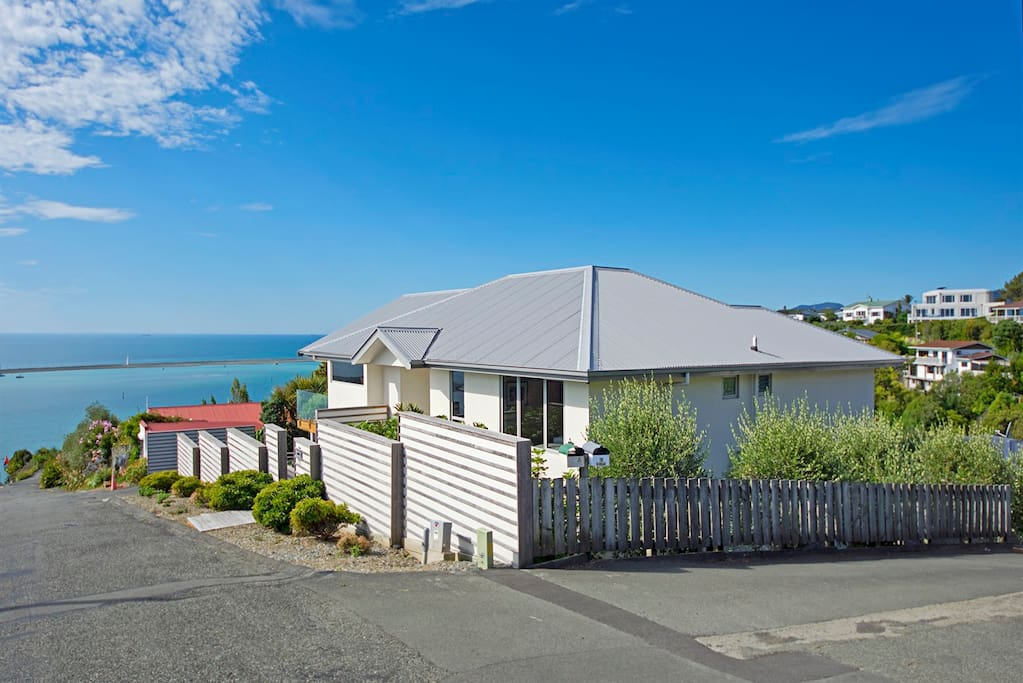 Above the Cut - Nelson Sea View Holiday Home