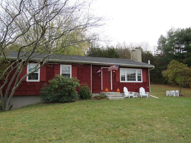 Charming 3 bedroom Retreat in rural Pine Plains - Pine Plains