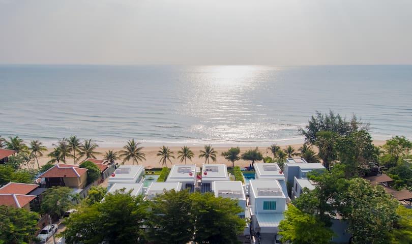 Luxury Beachfront Home - 4 bedroom