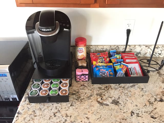 A nice selection of dark, light-roast, flavored  and decaf coffee. Don't forget to add your cream and sugar! Try some cookies with your coffee. Quite tasty.