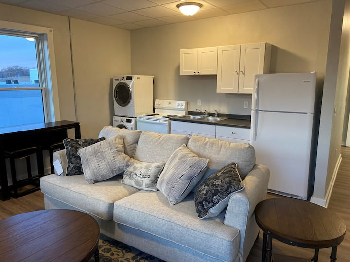 1 Bed 1 Bath Fully Furnished Apartment-Sioux City