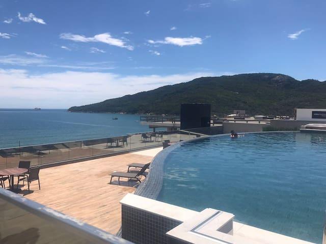 Apt ingleses piscina vista panorâmica para o mar!
