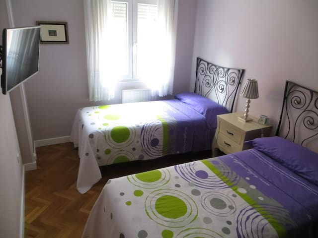 Confortable and secure MARIAROSA´S HOUSE - Santander - Bed & Breakfast